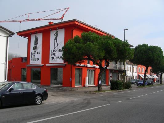 Edificio commerciale - S. Maria di Zevio (VR)